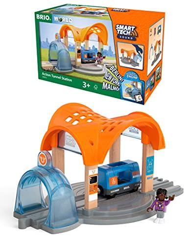 BRIO World 33973 Smart Tech Sound Bahnhof mit Action Tunnel – Zubehör für die BRIO Holzeisenbahn – Interaktives Spielzeug empfohlen ab 3 Jahren