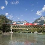 Glacier Express auf Brücke