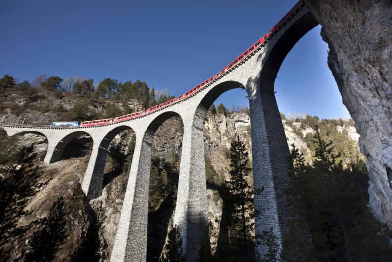 Rhaetische Bahn RhB: ALLEGRA-Triebzug auf dem Landwasserviadukt bei Filisur