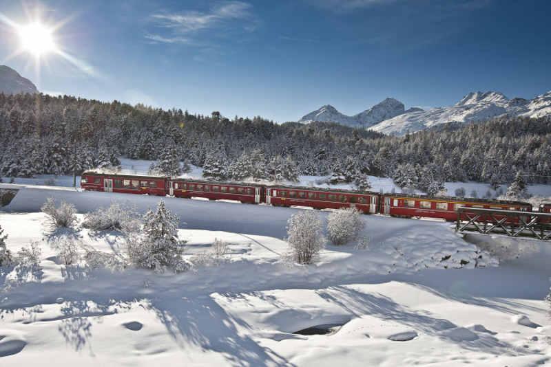 Rhaetische Bahn/RhB - Ein Zug beim Stazer Wald.