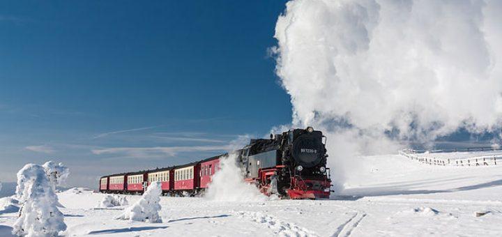 Harzer Schmalspurbahnen (HSB): Zug der Brockenbahn im Winter