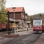 Selketalbahn: Triebwagen im Bahnhof Alexisbad