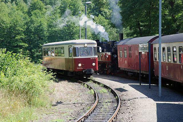 Selketalbahn: Zugkreuzung im Bahnhof Mägdesprung