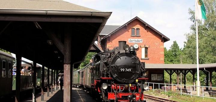 Zittauer Schmalspurbahn: Zugkreuzung im Bahnhof Bertsdorf