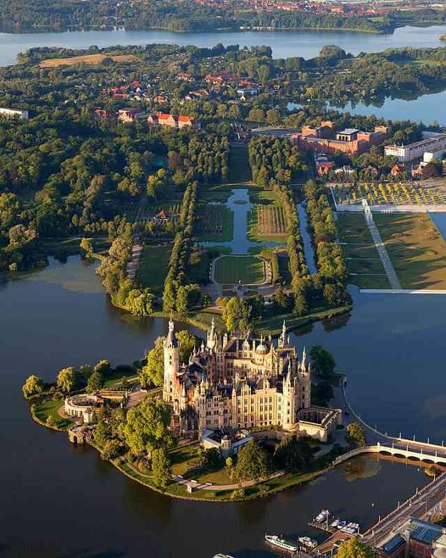 Mecklenburg-Vorpommern-Ticket Deutsche Bahn - Schloss Schwerin