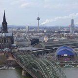 Deutsche Bahn - Blick auf Köln Hauptbahnhof, Kölner Dom, Hohenzollernbrücke
