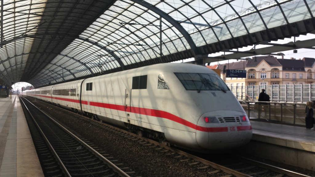 Sparpreis-Tipps Bahn – ICE in Berlin-Spandau