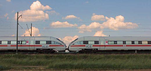 DeBei Eggolsheim rollen am späten Nachmittag zwei gekuppelte ICE T Baureihe 411 ihrem Zielbahnhof entgegen.