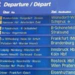 Deutsche Bahn - Fahrplan-Anzeigetafel im Berliner Hauptbahnhof