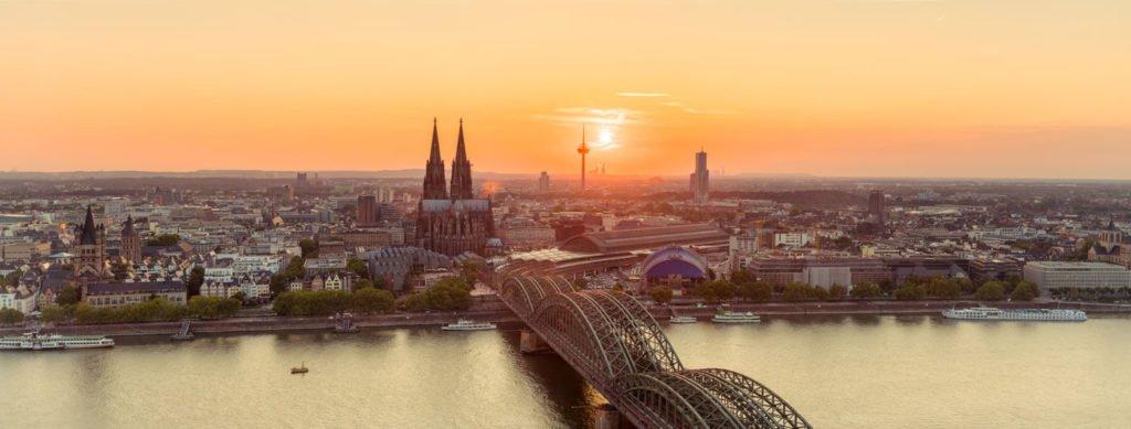 Stadtereise Berlin Bahn Und Hotel