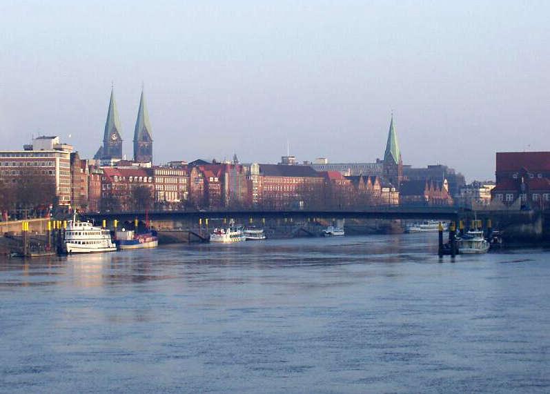 Bahn und Hotel Bremen - Weser-Panorama