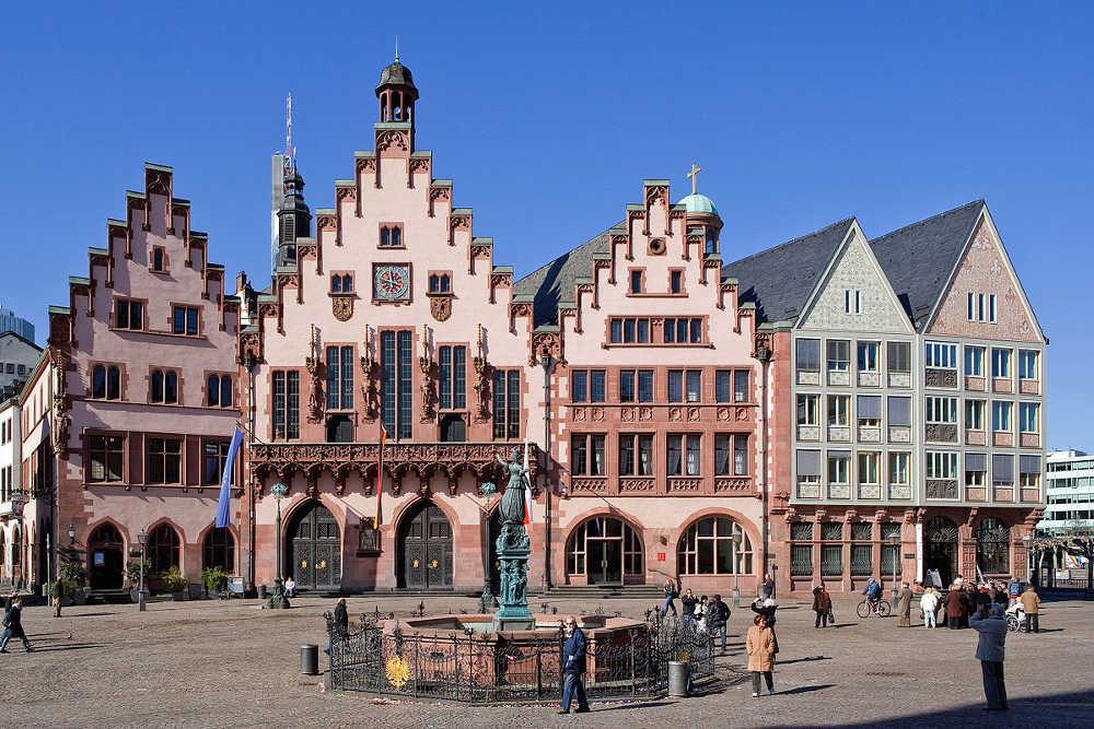 Bahn und Hotel Frankfurt - Römer