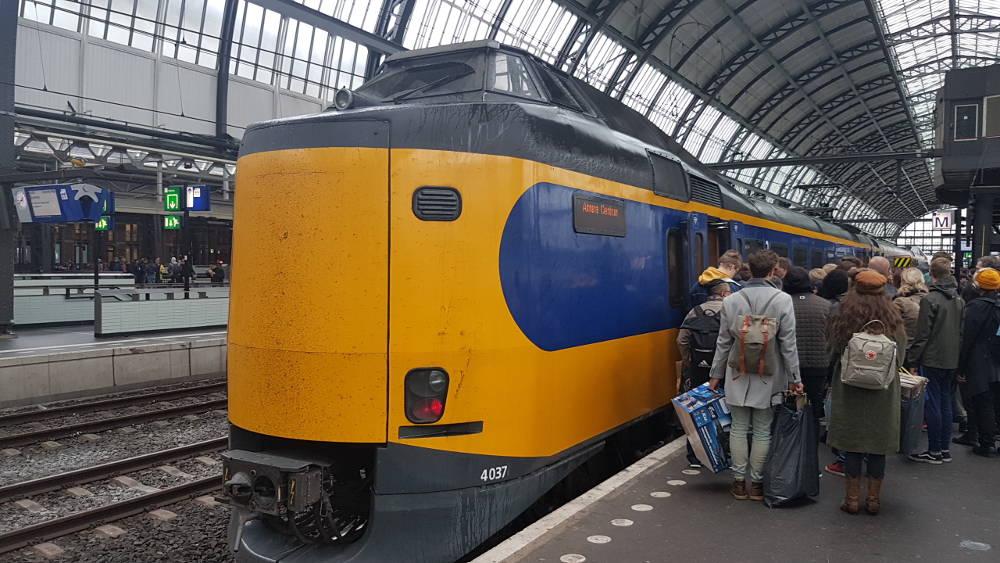 Bahn Niederlande - InterCity in Amsterdam Centraal