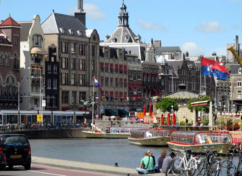 Bahn und Hotel Amsterdam - Innenstadt