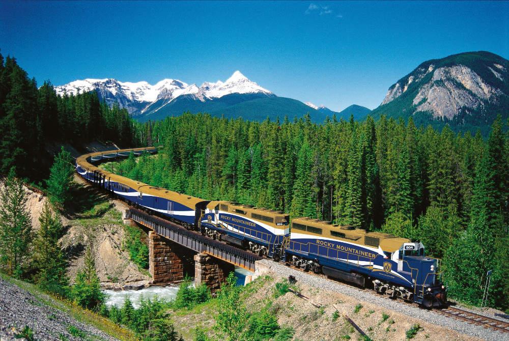 Rocky Mountaineer - Zugreise durch Kanada - Panorama von vorn