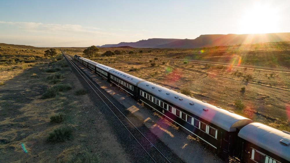African Explorer auf freier Strecke - Zugreise Afrika