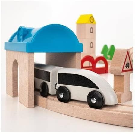 IKEA Holzeisenbahn - Lok im Tunnel