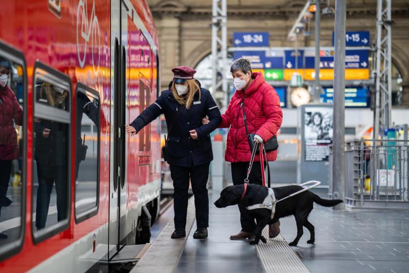 Bahnfahren mit Hund - Blindenhund